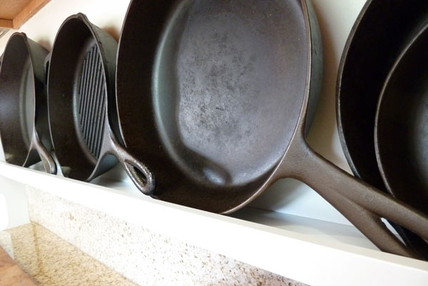 Cast_iron_shelf_2