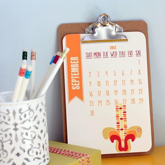 2012-calendar-wall-hanging-clipboard-in